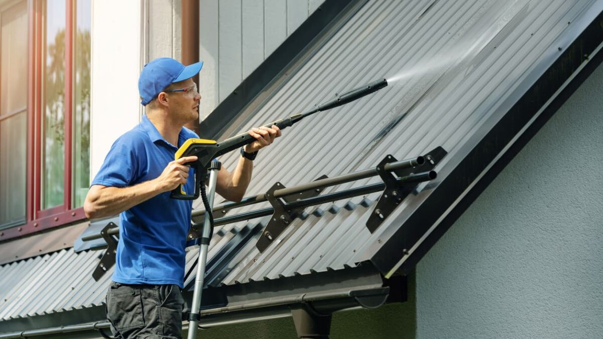 6 Reasons You MUST Hire a Professional Pressure Washing Company